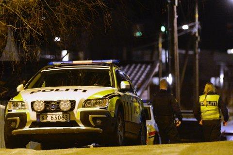 PÅ ÅSTEDET: Politiet måtte rykke ut etter flere innbrudd natt til søndag.