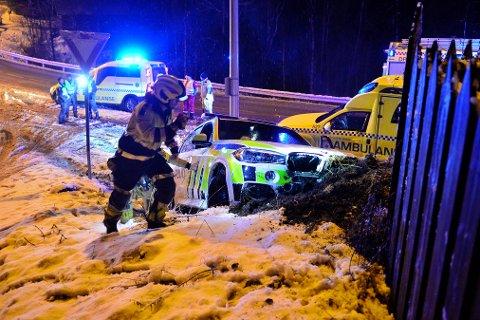 I GRØFTA: Her endte politibilen som skulle på utrykning.
