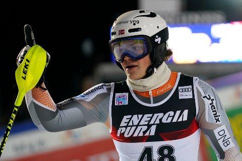 Lucas Braathen jubler etter verdenscupslalomen i Zagreb, Kroatia.