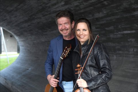 ARRANGØRER: Martin Haug og Birgitte Stærnes må nå arrangere en enda mer amputert festival enn først antatt. – Det går mye penger ut og lite inne, sier Haug.