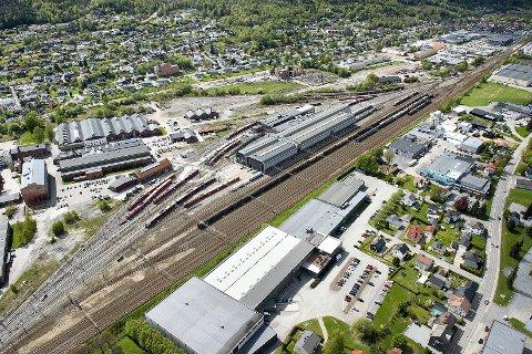 """Kan bruke eksiterende spor. På Sundland vil man i større grad kunne bruke eksisterende spor til toghensetting. Behovet for et stort """"parkeringsanlegg""""  for tog i området, er mindre."""