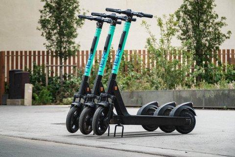 NY AKTØR: Mandag etablerer Tier seg i Drammen. Fra før er Zvipp allerede en elsparkesykkelaktør i Drammen. I september fortalte sykkelbutikken Greenspeed at også de skulle sette ut noen elsparkesykler i byen.