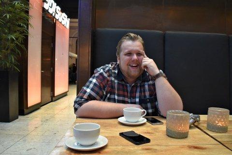 UEKTE PROFILER PÅ FACEBOOK: For halvannen uke siden ble drammenser Halvor Johansson (32) oppmerksom på at noen utga seg for å være han på nett. Det var ved hjelp av følgerne sine han fikk nyss om situasjonen.