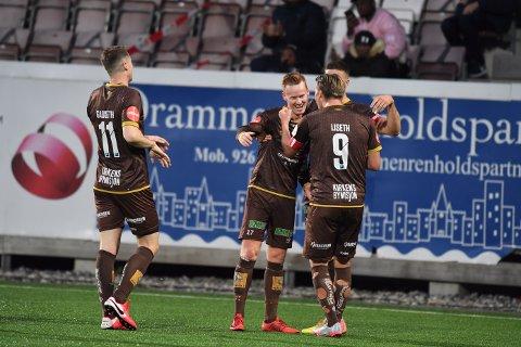 Martin Rønning Ovenstad rakk å score 1-0 på en innøvd frisparkvariant før han måtte ut med skade.