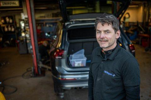 Daglig leder i Bilringen AS, Ronny Støen, forteller at pågangen er stor på hans dekkverksted.
