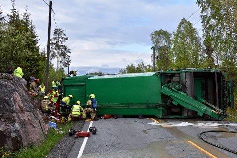 Lastebilen veltet på fylkesvei 289 i daværende Hurum. Sjåføren ble sittende fast i lastebilen. Etter han han ble skjært ut ble han sendt til Ullevål sykehus.