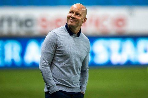 GLEDER SEG: Henrik Pedersen ser frem mot en ny match mot Vålerenga. Han mener Godset har spilt stabilt og godt siden forrige gang de to lagene møttes.