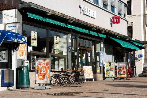 Det pågår en knallhard bollekrig på Bragernes Torg om dagen for å lokke til seg kundene. Men det er ikke alltid prisen som lokker mest, skal vi tro kundene....