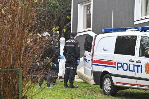 Den drapssiktede kvinnen i 30-årene ble pågrepet i nabolaget kort tid etter drapet ble oppdaget torsdag.