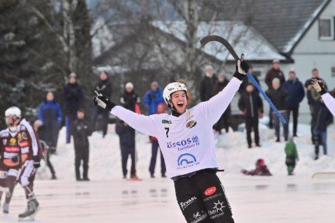 STORSCORER: Solbergs Sondre Kristoffersen jubler for scoring mot erkerival Mjøndalen i 2. juledag-oppgjøret i fjor.