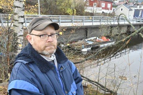 KORT FRIST: – Håpløs saksbehandling, sier Pål Harstad, som har fått beskjed om at flåten han har liggende nederst ved Tangenkaia må fjernes nærmest på dagen.