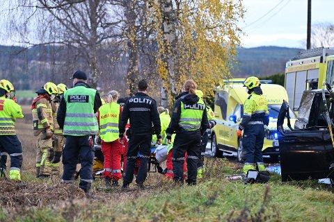 En person er fraktet til Ullevål sykehus etter en ulykke på Loesdalsveien i Hokksund mandag morgen.
