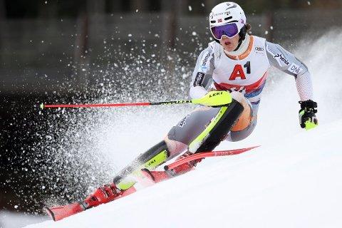 Lucas Braathen endte på 18. plass i storslalåmen søndag.