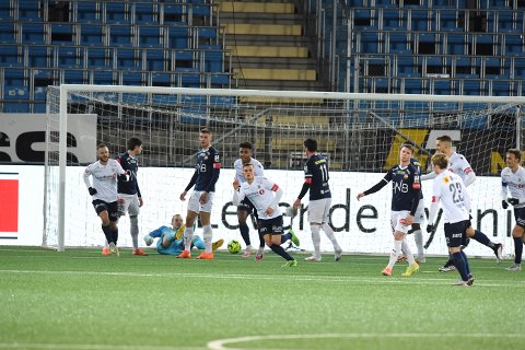 TAP: Strømsgodset måtte se seg slått i årets aller siste seriekamp. De marineblå møtte Stabæk på hjemmebane i kampen som endte 0-4 til gjestene.