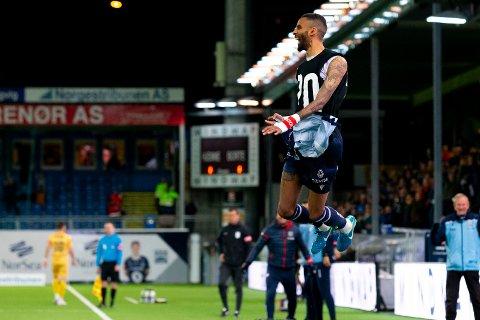 Kristiansunds Amahl Pellegrino feirer 1-0 og sesongens 20. mål under eliteseriekampen i fotball mellom Kristiansund og Bodø/Glimt på Kristiansund Stadion.