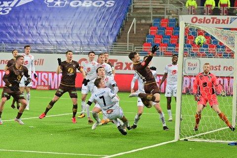 Ole Amund Sveen var en bauta i kampen mot Sogndal. Her stanger han inn 2-2.