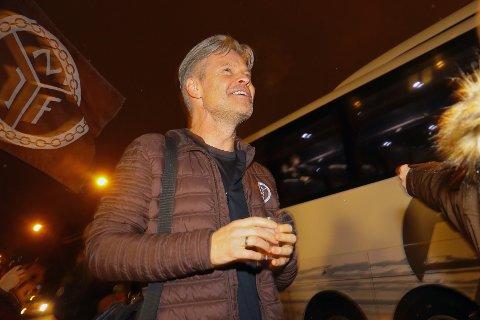 Vegard Hansen ble rørt da han så supporterne i Mjøndalen mandag kveld etter bragden i Oslo mot Sogndal.
