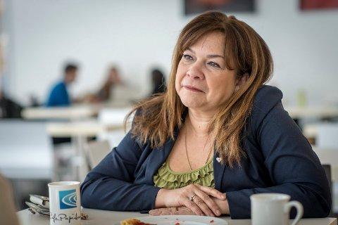 Ana-Maria Silva-Harper (H) mener de rødgrønne heltidspolitikerne må gjøre jobben sin.