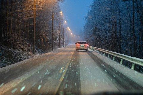 Snø på veiene mellom Lier og Sylling.