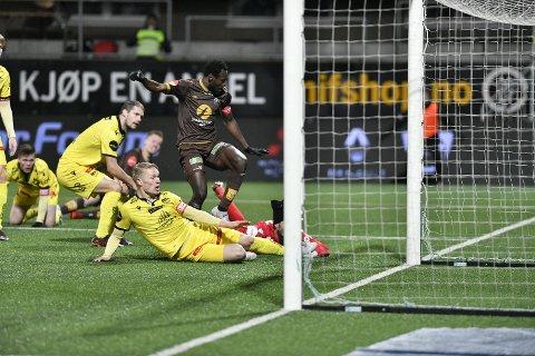 DER SATT'N!: Shuaibu Ibrahim jublet hemningsløst da han satt inn 1-0 like etter pause.
