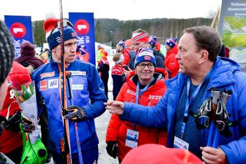 STOLT PAPPA: Gabriel Johannessen gratulerer sønnen Pål Golberg etter dagens seier.