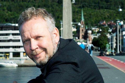 Drammens Tidendes ansvarlig redaktør Espen Sandli er gjest i denne ukas Feilkast med Fahle.