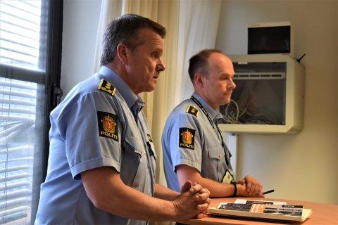 STASJONSSJEF: Øyvind Aas. Her sammen med leder Geir Oustorp i drammenspolitiets forebyggende enhet.