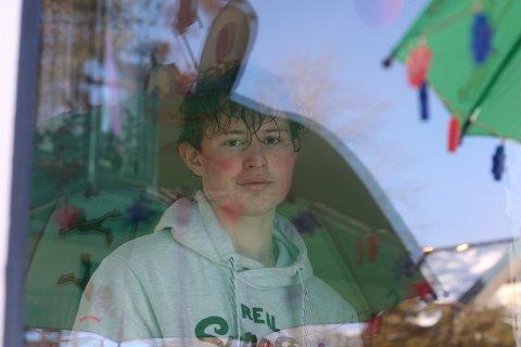 IKKE BEKYMRET: Emil Edvardsen (17) trodde ikke han hadde fått koronaviruset, og var ikke bekymret. Ikke alle rundt ham var enig.