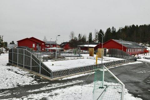 TO SMITTET: Ved Nærsnes barneskole i gamle Røyken kommune er to ansatte bekreftet smittet av koronaviruset.