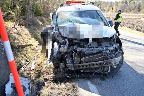 Bilen fikk store materielle skader i krasjen.