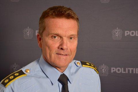 STASJONSJEF I DRAMMEN: Øyvind Aas har fått færre saker på bordet så langt i år enn i samme periode i fjor. Det er han nødvendigvis ikke så glad for.