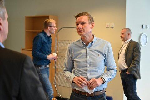 Kommunalsjef Thomas Larsen Sola fikk mye kritikk etter håndteringen av saken om nedleggelse av Konnerud barnehage. Nå foreslås det å utsette barnehageopptaket for å få tid til å lytte til innbyggernes meninger.