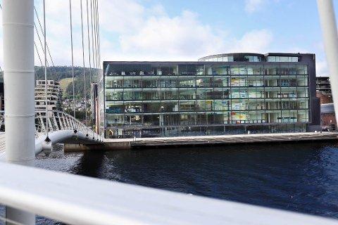 Nå skal hjemmekontoret være unntaket for de ansatte på campus Drammen og Universitetet i Sørøst-Norge.