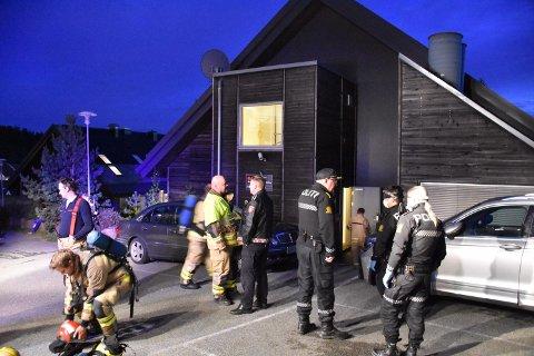 BRANN: Store styrker fra både politi og brannvesen rykket ut til Holmsbu spa, etter at en person skal ha tent på papir på loftet.