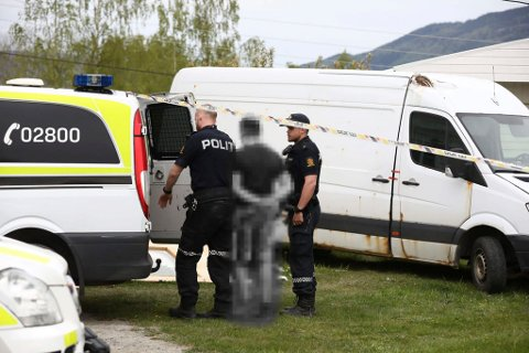PÅGRIPES: En mann i 20-årene pågripes etter en cannabis-plantasje ble oppdaget utenfor Hønefoss.