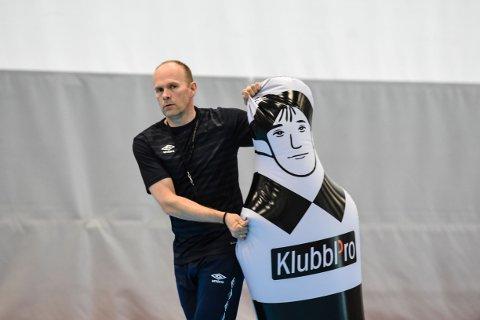 Geir Oustorp fortsetter ikke som Reistad-trener.