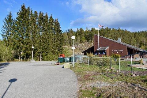 PÅKJØRT: Mandag ettermiddag ble et barn påkjørt på denne parkeringsplassen i forbindelse med henting i barnehagen.