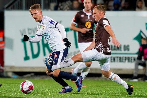 STARTER i MAI: Etter planen skal Eliteserien med SIF og MIF ha oppstart helga 8. og 9. mai. Her er Godsets Mikkel Maigaard og Mjøndalens Stian Semb Aasmundsen i aksjon i et tidligere lokaloppgjør.