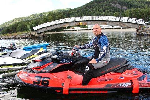 Leder i Norgesvannscooterforbund, ChristianHammernes, sier forbundet vil sende merknader på et eventuelt høringsbrev om vannskuterforbudet på Drammenselva. Her er han avbildet fra et NM i Aquabike i Fagernes.