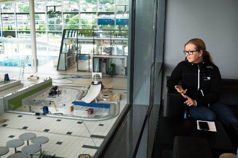 Kristina Vinda er daglig leder på Drammensbadet. Hun forteller at hennes viktigste oppgave i dagene fremover blir å ta vare på de ansatte.  (Bildet er tatt i en annen forbindelse.)