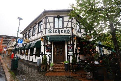 JUBILANT: Dickens på Bragernes la bak seg et godt år i fjor, viser det ferske årsregnskapet. Medeier Hans Petter Kittelsen mener puben også har klart seg overraskende godt gjennom korona-krisa. Dickens fyller 50 år i år.