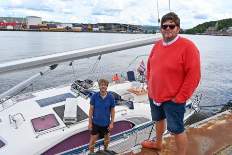 RETT FRAM OPPLEVELSER: Ronny Johnsen og Arild Bjørvåg i Rett Fram Opplevelser var ute på fjorden med seilbåten da ulykken fant sted.
