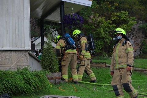 INGEN PERSONSKADER: Det brøt ut brann i et hus i Hyggen mandag ettermiddag.