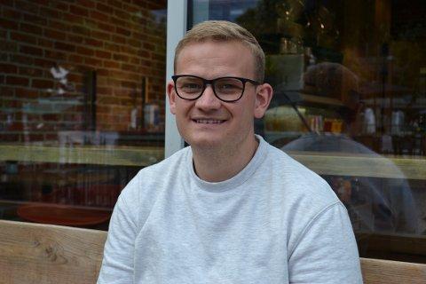 LAVERE RENTE: Paul Sigurd Espegard (30) er en av mange som har boliglån. En ting han har gjort nå er å ta telefonen til banken og be de matche konkurrentene sine. Ved å ta den ene telefonen så sparer han flere tusen kroner i året.