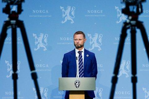Helse- og omsorgsminister Bent Høie (H) under regjerings pressekonferanse om koronasituasjonen i Oslo. Foto: Lise Åserud / NTB scanpix
