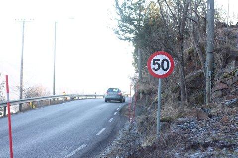 KJØRER FORT: Mange ulykker skjer om sommeren, da det ifølge UP-sjefen er høytid for å kjøre for fort. Dette bildet er fra Svelvikveien, som ikke er med på listen over prioriterte strekninger. (Illustrasjonsfoto)