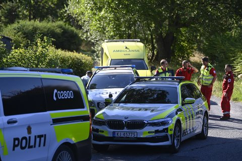 TIL SYKEHUS: Kvinnen ble sporenstreks fraktet til sykehus etter å ha blitt knivstukket. Nå er hun på bedringens vei.