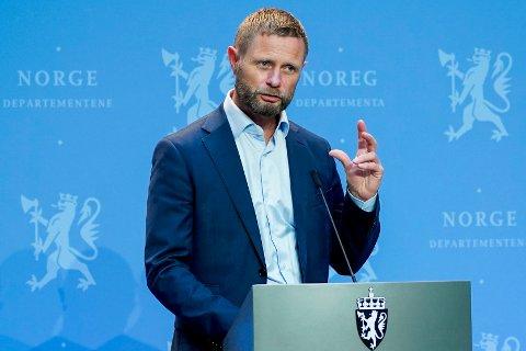 Helse- og omsorgsminister Bent Høie anbefaler ikke munnbind på kollektivtransport – ennå. Foto: Lise Åserud / NTB scanpix