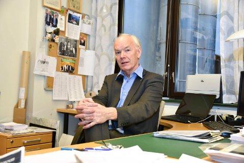 STOPP: Per Olaf Lundteigen (Sp) vil stoppe utbyggingen av nytt sykehus for å foreta en konsekvensanalyse av setningsskadene.