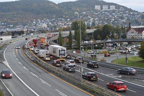 Køen på E18, retning Oslo, er kilometerlang mandag morgen.